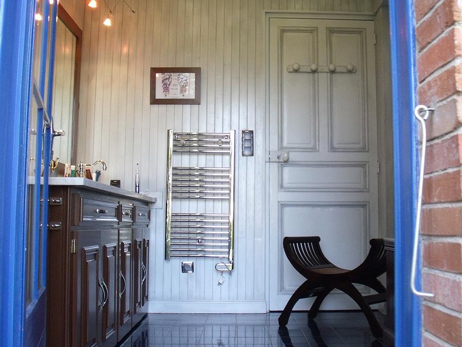 Attractive Salle De Bain Coloniale #4: Atmosphère Coloniale, Un Relooking Salle De Bain Réussi!